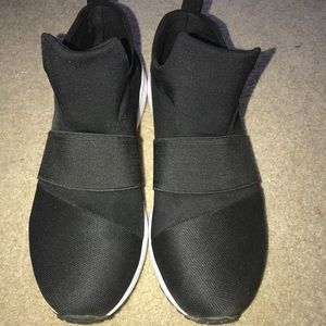 Black Steve Madden slip on sneakers